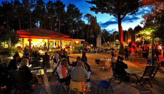 bar en soirée au camping Océane